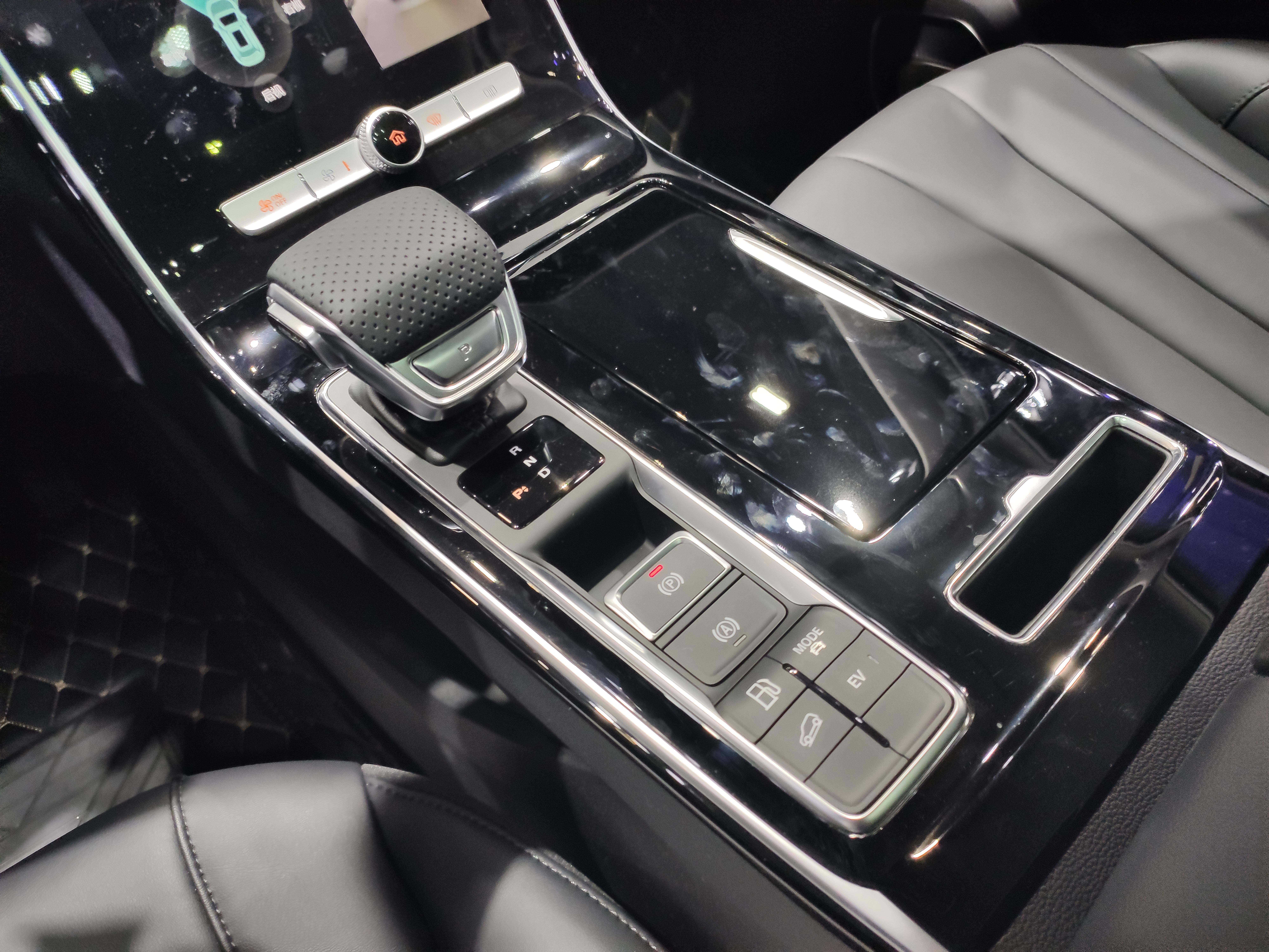 2019广州车展:荣威RX5 MAX插混版上市 补贴后19.58万起