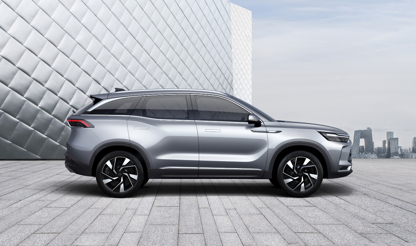 插电混车型售价18.49万元起 BEIJING-X7插电混/燃油车共同上市