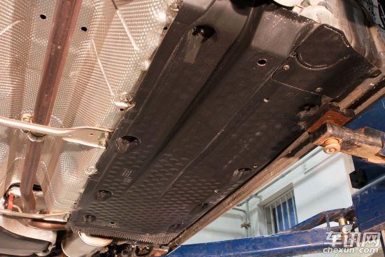 底盘防护之尾气隔热   汽车启动后全车最热的部位是哪里?高清图片