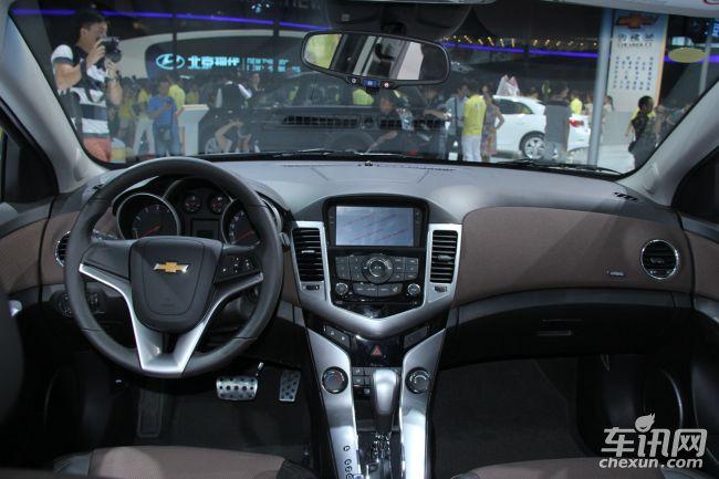 四门电动车窗以及电动调节外后视镜等配置