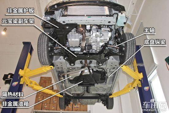 雪佛兰赛欧   底盘结构对比   两车的底盘加强结构差别较大,北京汽车E系列在底盘下纵梁两侧设计横向加强筋,这一设计更多出现在SUV车型,其优点可以大大加强整车刚性,减少扭曲变形。雪佛兰赛欧底盘加强梁成框型结构,把油箱包围在其中。两者加强方式谁更好,还需要做更多的试验来证明。