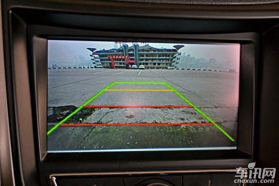 除此之外,豪华导航型还增加后视镜电加热功能.