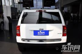 Jeep-自由客-2.4L 豪华导航版  ¥27.69