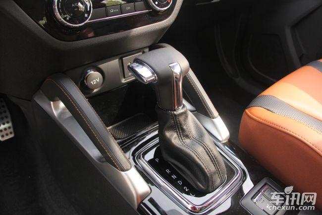动力方面,绅宝X35将会搭载一台1.5L自然吸气发动机,其最大功率为116马力,最大扭矩为148牛米。传动方面,将会匹配5速手动和4速自动变速箱。油耗方面,从之前的申报信息来看,自动档车型平均百公里油耗为6.8L,手动档车型为6.4L。