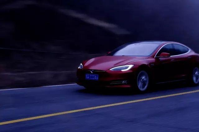 一个另类的守护者  Tesla 90D的一天