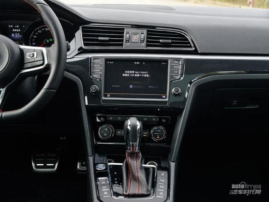 全国销售热线:13126655834毛经理   2017款凌渡动力部分,新款凌渡230TSI、280TSI、330TSI三款车型依旧搭载高低功率版的1.4T发动机和1.8T发动机。而凌渡GTS车型搭载的是EA8882.0T发动机,凌渡GTS这款发动机的最大功率为220马力,峰值扭矩为350牛·米。新款凌渡在传动系统方面,凌渡230TSI和280TSI车型会匹配5速手动变速箱和7速双离合变速箱,凌渡330TSI和2.