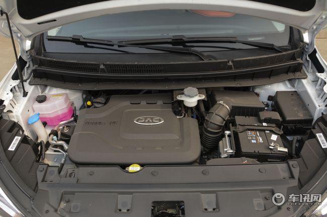 在动力方面,量产的瑞风S3搭载4GB1.5L发动机,额定功率达83kW/6000rpm;最大扭矩达146Nm,低端扭矩达到100Nm。传动方面与发动机匹配的是6MT和CVT两种制式的变速箱,百公里油耗将降至6.5L,也由此降低了用车成本。     汽车市场价格多变,文章内的价格信息为编辑在市场上采集到的当日实时价格,以当日为准。同时此价格是经销商的个体行为,所以文中价格仅供参考。另外,文中图片为车型资料图片,价格信息与图片拍摄地点无关。