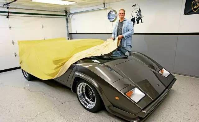 """某男子在自家車庫 干了不可告人的""""勾當"""""""