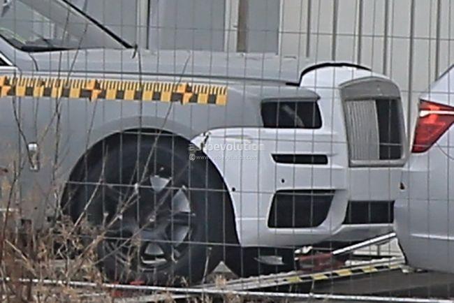 劳斯莱斯首款SUV碰撞谍照曝光 或9月亮相