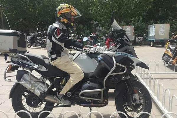 教你几招,如何制服太高的摩托车!