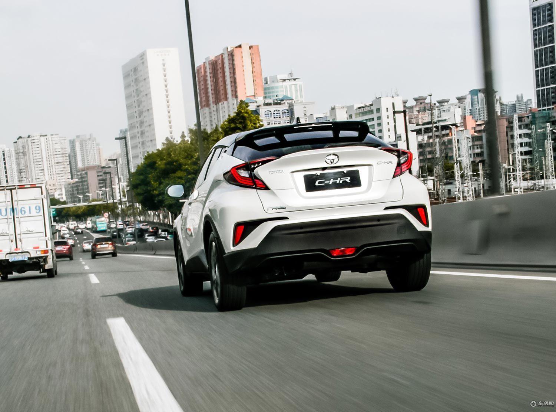 试驾广汽丰田C-HR 2018款2.0L旗舰版珍珠白