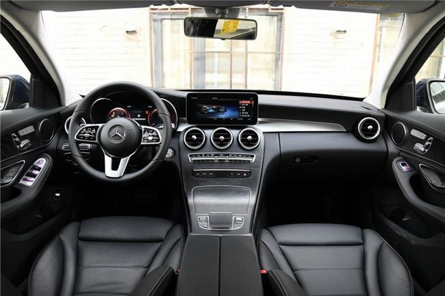 武汉北京奔驰C级综合优惠3.5万元 现车在售