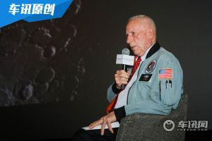 登月宇航员在地球开什么车 雪佛兰科尔维特