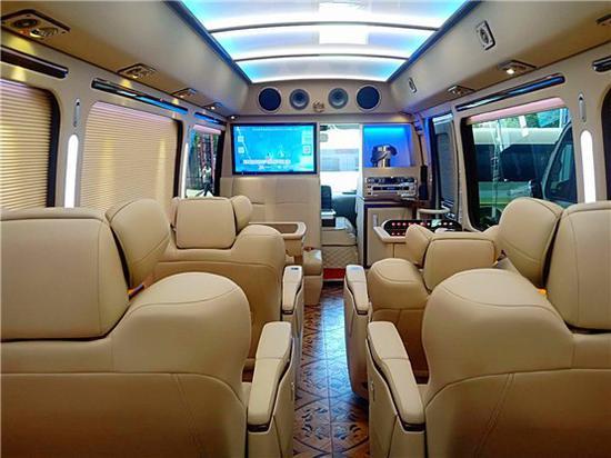 成都歉田考斯特博售 12座考斯特商务车