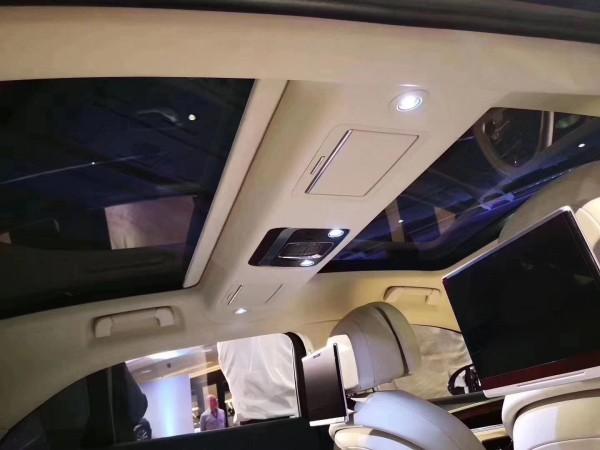 20款飞驰W12 6.0T豪华跑车配置伦比