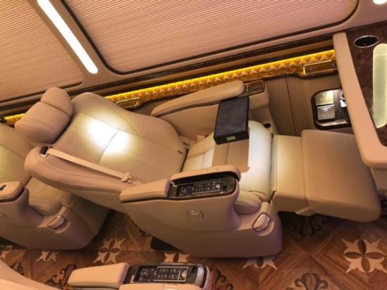 丰田考斯特接待版   考斯特车身长7005mm
