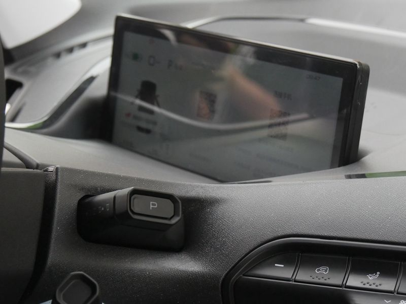 新寶駿E300與E300Plus上市 6.48萬元-8.48萬元
