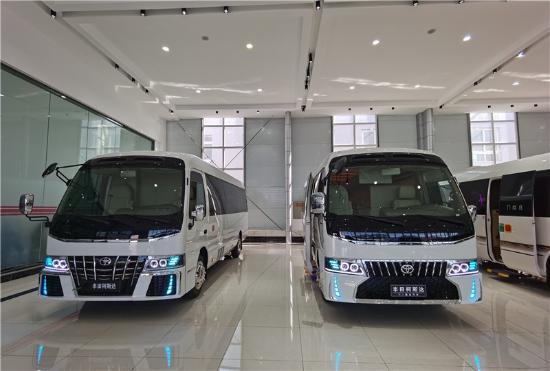 丰田考斯特12座商务车 可移动的