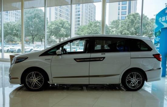 博瑞号称最美国产车,1.8T+四缸+越级配置才13.68万起