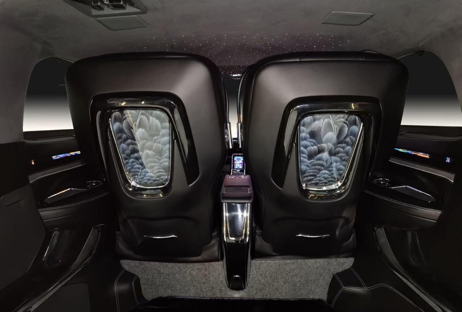此次采用埃尔法蒙娜丽莎中规新宿天鹅为主题,星空版车顶的星空顶氛围灯堪比KTV的空间盛宴,高端的埃尔法造型大座椅带有通风加热按摩功能,不但革新完善座驾的驾乘标准,更从头解释了极致尊享的致臻含意,全新四座布局、至高地步。打造完美舒服空间、打造出真正极致奢华的埃尔法MPV。 技艺高超的设计工匠们将不同粗细的金银粉或贵金属粉末和漆混合,然后再进行描绘,使作品呈现华丽的视觉效果,随着技法日益丰富逐渐形成末金研绘工艺。全新使用在星空版多变的曲面上,匠心打造,亦体现独一无二的古典式风格统御之力为辉煌而生,为传奇而来天生独特,超越非凡,唯有伊织,方能赢得您对未来的无尽想象。