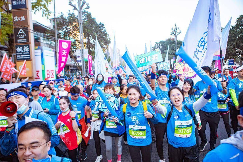 长安新能源重庆马拉松活力开跑 展现昂扬拼搏新风貌